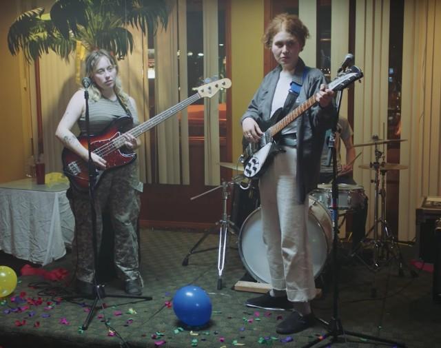 Girlpool-Powerplant-video-1494341201