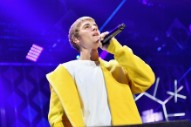"Justin Bieber Dodges Water Bottle After Telling Crowd He Can't Play ""Despacito"" Because He Doesn't Know The Words"