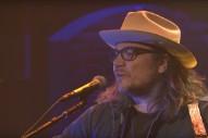 Watch Jeff Tweedy Play Wilco&#8217;s &#8220;I Am Trying To Break Your Heart&#8221; On <em>Seth Meyers</em>