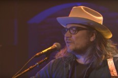 Jeff-Tweedy-on-Seth-Meyers-1497962761