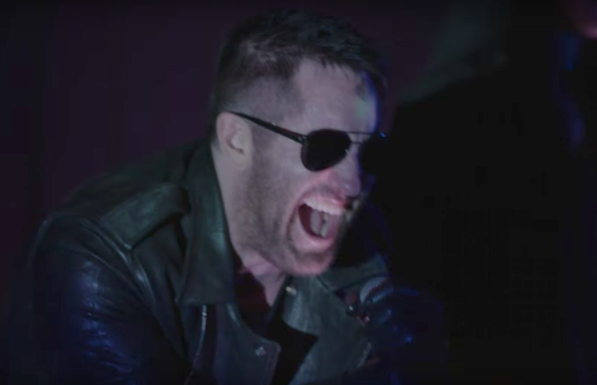 watch nine inch nails play �she�s gone away� on twin peaks