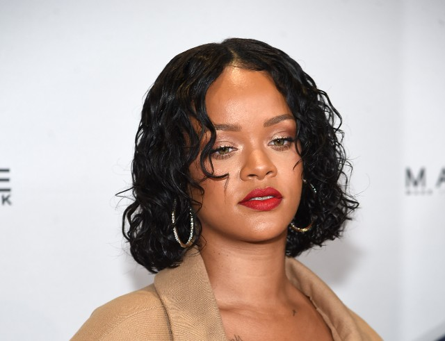 ad78f88c281 Rihanna Responds To Body-Shaming Article With A Gucci Mane Meme ...