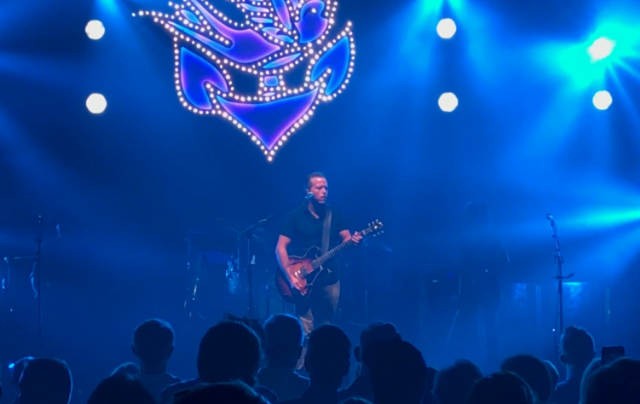 watch jason isbell cover whipping post with gregg allman band s scott sharrard in nyc stereogum. Black Bedroom Furniture Sets. Home Design Ideas