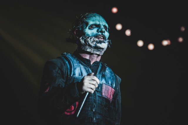 slipknot singer says nickelback singer is an idiot who has a face