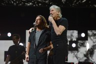 """Watch Eddie Vedder Perform """"Comfortably Numb"""" With Roger Waters In Chicago"""