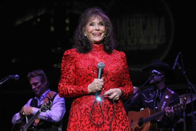Loretta Lynn Cancels Tour, Postpones New Album