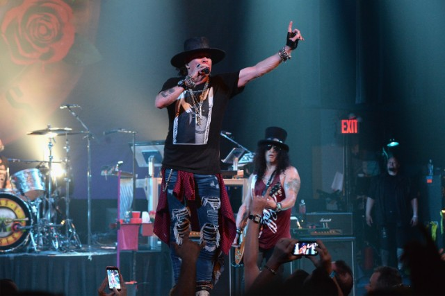 Guns N' Roses - 2017-07-20 - Apollo Theatre, New York City (Soundboard) GettyImages-819985532-1500653795-640x426