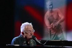 Randy-Newman-on-Colbert-1501680349