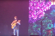 "Watch John Mayer Cover His Favorite Song ""Gentle On My Mind"" In Tribute To Glen Campbell"