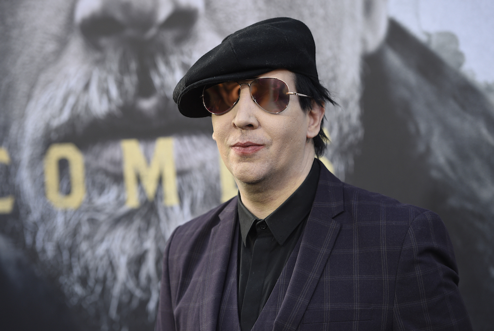 "Marilyn Manson Calls Justin Bieber ""A Real Piece Of Shit"""