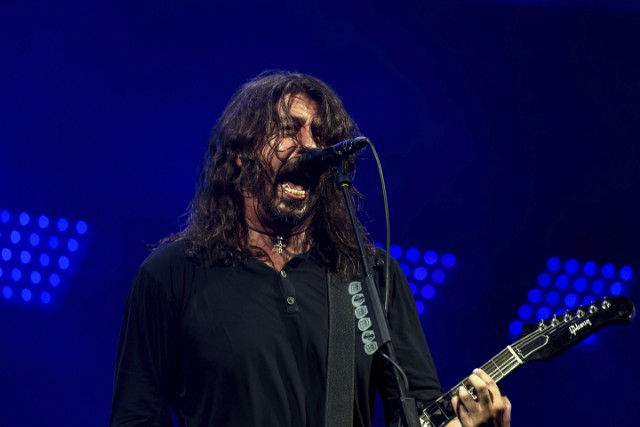 Dave Grohl Reunites With Medic Who Strapped Up His Broken Leg