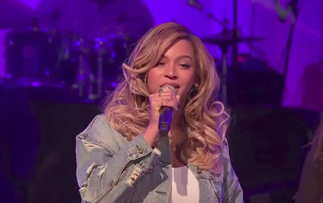 Watch Beyoncé Speak And Distribute Food To Hurricane Harvey Victims