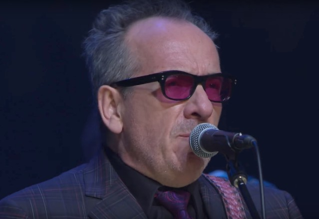 Elvis-Costello-at-ACL-1509117797