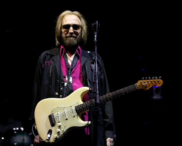 watch videos from tom petty s final concert stereogum. Black Bedroom Furniture Sets. Home Design Ideas