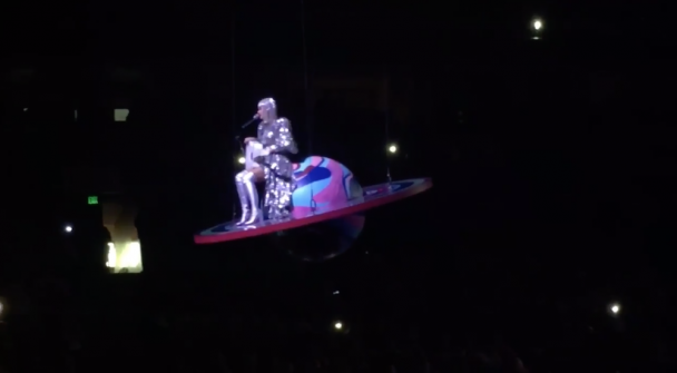 Katy Perry Got Stuck Mid-Air During Her Concert Last Night