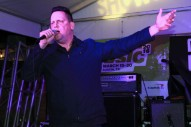 Watch Sun Kil Moon Play Another Jokey New Song He Wrote On Tour