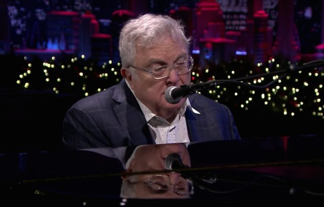 Randy-Newman-on-The-Tonight-Show-1513692693