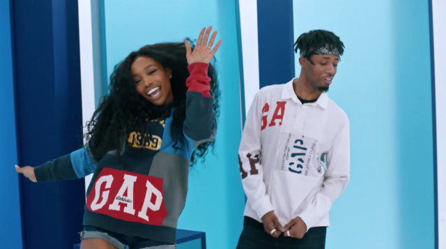 sza dances to metro boomins thompson twins remix in a new gap commercial - Old Navy Christmas Commercial