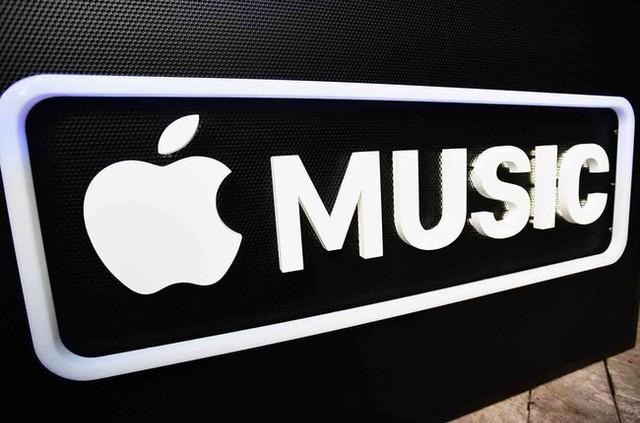 Apple-Music-logo-speakers-2017-billboard-1548-1517844133