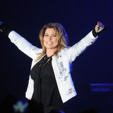 Shania Twain Apologizes For Trump Comments