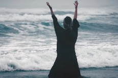 Johanna-Warren-Cleansed-By-Fire-video-1523474960