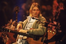 Kurt-cobain-nirvana-mtv-unplugged-guitar