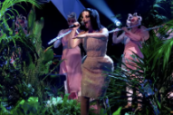Watch Björk Perform On <i>Jools Holland</i> In First TV Performance In 8 Years