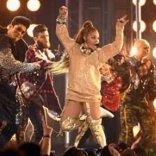 BBMAs: Janet Performs, Receives Icon Award