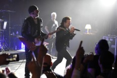 U2-Live-Apollo-Theater