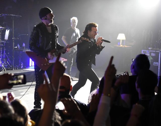 U2-Live-Apollo-Theater