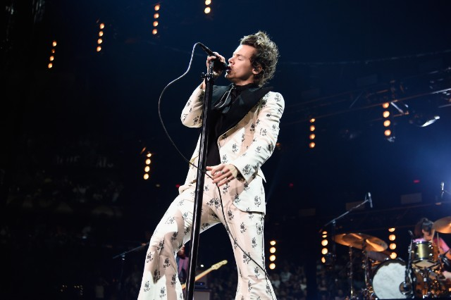 Harry styles kacey musgraves sing you 39 re still the one - Harry styles madison square garden ...