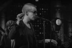 Arctic-Monkeys-on-Colbert