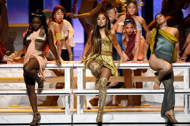 Vmas 2018 Watch Ariana Grande S Last Supper Themed Quot God