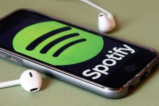 08-spotify-logo-headphones-billboard-1548-1537471357