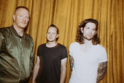 "Eve 6's Max Collins On 20 Years Of ""Inside Out,"" Getting A Record Deal At 17, & Can't Hardly Wait"