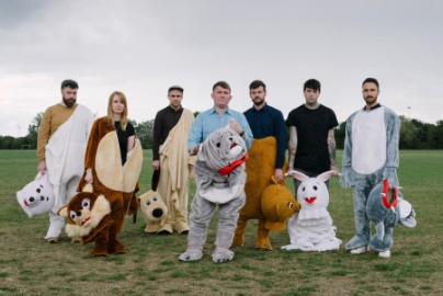 Los Campesinos! Look Back On 10 Years Of Indie Culture, Social Media, And Making Music
