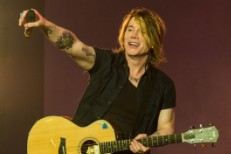 Goo Goo Dolls&#8217; John Rzeznik On The 20th Anniversary Of <em>Dizzy Up The Girl</em>, Getting Sober, &#038; Becoming Tongue-Tied Around Springsteen