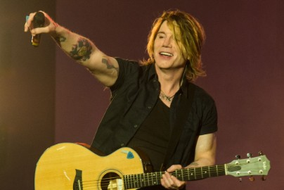 Goo Goo Dolls' John Rzeznik On The 20th Anniversary Of Dizzy Up The Girl, Getting Sober, & Becoming Tongue-Tied Around Springsteen