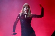 Watch Taylor Swift Open The 2018 AMAs