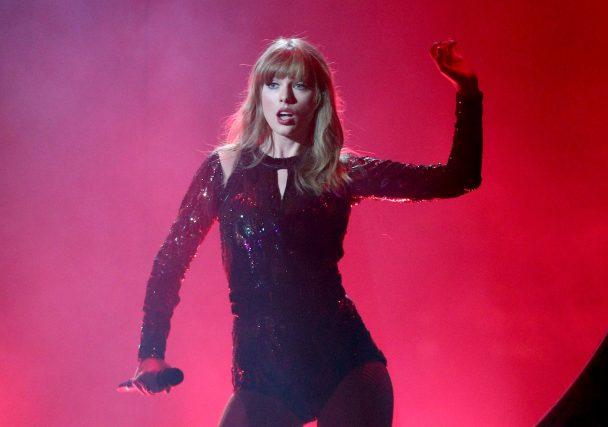 Taylor Swift's AMAs Pe... Taylor Swift Reputation Lyrics