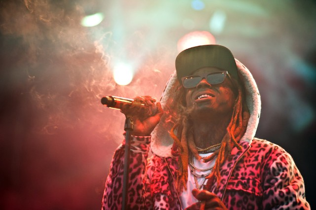 Lil Wayne cuts show short after gunshot rumour causes panic