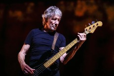 Roger-Waters-live-aug-2018-billboard-1548-1539215251