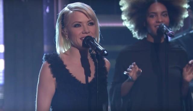 Carly-Rae-Jepsen-on-The-Tonight-Show