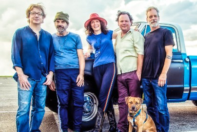 Edie Brickell On Reuniting With The New Bohemians & 30 Years Of Shooting Rubberbands At The Stars