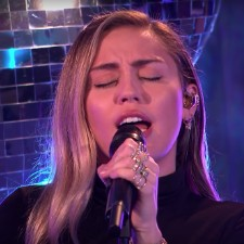 Mark Ronson & Miley Cyrus Cover Ariana Grande