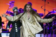 Erykah Badu Says She Wants To Pray For R. Kelly During Chicago Show