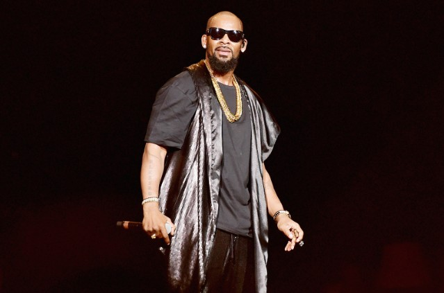 r-kelly-2015-live-ytb-billboard-1548-1546989241
