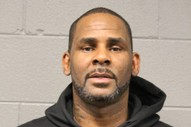 R. Kelly's Bond Set At $1M, Prosecutors Say He Met 1 Victim At 2008 Trial