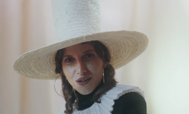 Aldous-Harding-The-Barrel-video