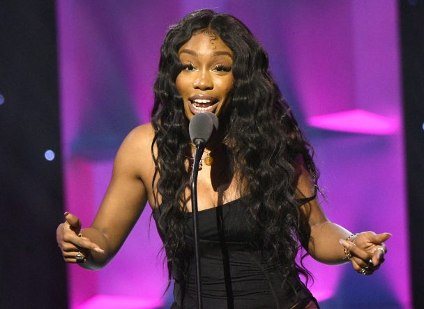 "SZA Covers Sixpence None The Richer's ""Kiss Me"": Watch"